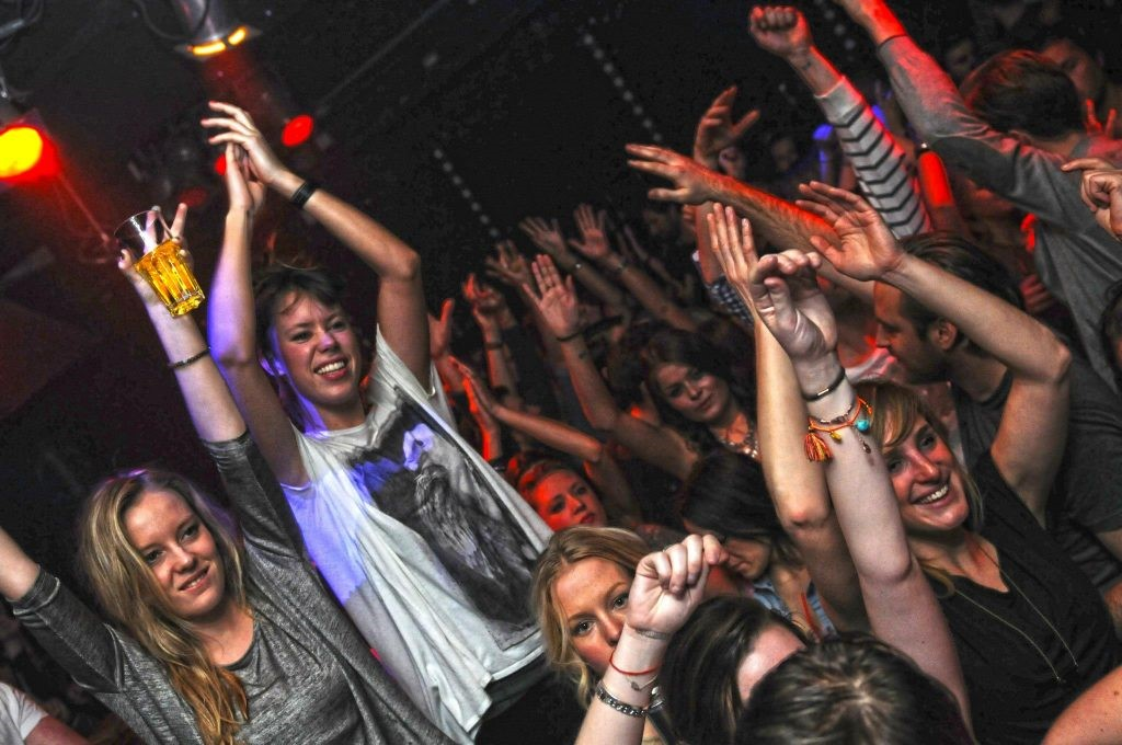 pub crawl berlin nightclub